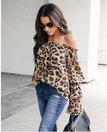 Опт Модная женская одежда с открытыми плечами с леопардовым принтом Топы Дамы с рюшами с длинным рукавом Свободные футболки один кусок