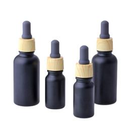 Garrafa de perfume do óleo essencial de vidro preto fosco com gota do conta-gotas da pipeta do reagente e da grão de madeira 10 / 30ml em Promoção