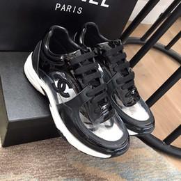 Venta al por mayor de Diseñador de lujo para hombre zapatos casuales zapatillas de deporte transparentes de corte bajo Superestrellas de moda Clásico de mujer zapatos de pareja Modelos de pareja Con caja tamaño 11