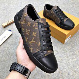 Дешевая цена Продажа популярных модных кожаных мужских туфель с плоским дном Классический принт Классическая обувь Высококачественная обувь для смешивания цветов