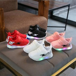 $enCountryForm.capitalKeyWord Australia - Children Glowing Sneakers With light LED Luminous Casual Shoes Boys Girls Toddler Flashing Breathable Mesh kids Sports shoes