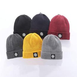 Wholesale Free shipping The latest Italian famous bean man knitting cap classical sports skull cap women leisure outdoor card