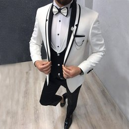 $enCountryForm.capitalKeyWord Australia - Handsome White And Black Mens Suits Slim Fit Wedding Grooms Tuxedos Shawl Lapel Formal Blazer Three Pieces Prom Suit (Jacket+Pants+Vest)