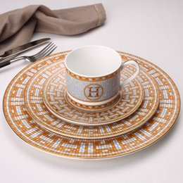 Ceramic Dinner Plates geometrisches Muster Keramik Teller Teller-Gelb Gitter Geschirr Set Dessertteller Geschirr Kuchenteller T200430 im Angebot