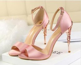 $enCountryForm.capitalKeyWord NZ - White red black pink champagne gold silver grey 2019 wedding shoes bride silk high heels designer shoes for the wedding party dance