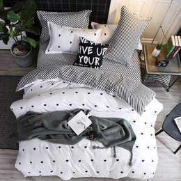 $enCountryForm.capitalKeyWord NZ - Simple Black And White Twill Love Bedding Sets 2 3pcs Geometric Pattern Bed Linings Duvet Cover Bed Sheet Pillowcases Cover Set