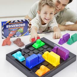 Çocuklar için Küçük szie Çocuk düşünme mantık boşluğu oyun bulmaca oyuncak masa oyunu oynamak Rushhour Trafik sıkışıklığı zaman Rush saat