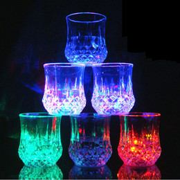 $enCountryForm.capitalKeyWord Australia - LED Flash Pineapple Water Cup Colorful Glow LDE Whiskey Wine Cups Party Wedding Club Atmosphere Prop Christmas Gifts