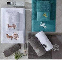 Wholesale 3PCS Luxury Barocco Jacquard Bath Towels Set Medusa Designer Print Beach Towels 100% Cotton Matching Same Design Bathrobes Home Collections