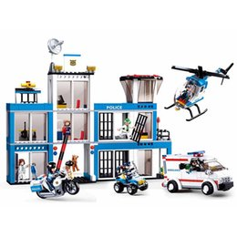 $enCountryForm.capitalKeyWord Australia - 606pcs Children's Educational Building Blocks Toy Compatible City Police Department Helicopter Boy Military Series Gift MX190731