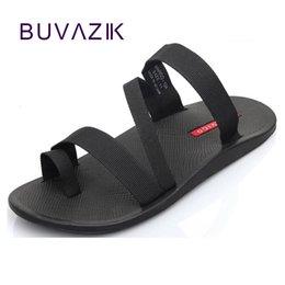 2018 sandálias dos homens do verão moda homem flip flop chinelos de praia ao ar livre não-slip sapatos masculinos casuais sandalias tamanho grande 44 # 166142 venda por atacado