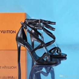 5e4a6d00 Venta caliente más nuevos diseñadores mujeres tacones altos partido moda  remaches niñas sexy zapatos puntiagudos zapatos de baile zapatos de boda  correas ...