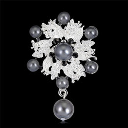 Flower Brooch Black Gold NZ - Bride Engagement Fashion Imitation Pearl Brooches Rhinestone Flower Gold Silver Black Women Brooches Gift For Wedding