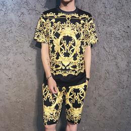 ddb7c241e Plus Size Marca de Luxo de Ouro Verão nova impressão 3D terno de manga  curta casal masculino de manga curta T-shirt shorts terno conjunto de duas  peças