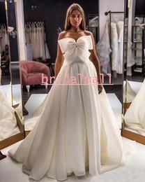 StrapleSS big wedding dreSSeS online shopping - Bohemian Ivory Tulle Wedding Dresses With Big Bow Elegant Strapless Boho Beach Bridal Gowns Sweep Train A Line Bride Dress Vestidos de Novia