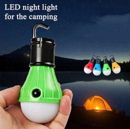 Vente en gros 4 couleurs Mini lanterne d'éclairage portable Tente lumière Ampoule LED Lampe de secours Crochet de suspension étanche lampe de poche Camping Lumière Utilisez 3 * cadeau AAA