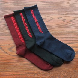 Couple football online shopping - Bardian Stocking Skate Socks Letter Sock Hip Hop Outdoor Sports Lovers Couple Comfortable Hot Sale Popular yhc f1