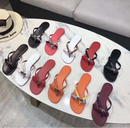 $enCountryForm.capitalKeyWord Australia - 2019 HOT New Designer Luxury Designer Women Fashion Pearl Sandals lady Slippers Summer lock Casual Slippers Flip Flops flat sandy sh opp8