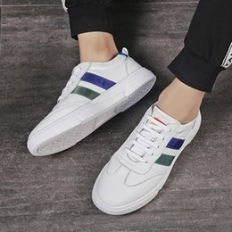 $enCountryForm.capitalKeyWord NZ - Top Quality Luxury Men Shoes Genuine Leather Man Board Shoes Durable Classic Flat Skateboard Young Boys Love Style White Casual Shoes