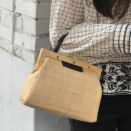 $enCountryForm.capitalKeyWord Australia - Casual Hand-woven Straw Shoulder Bags Top-handle Wooden Clip Shell Handbag Designer Women Crossbody Bag Outdoor Beach Bags New