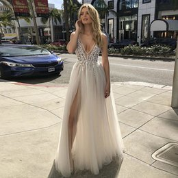 $enCountryForm.capitalKeyWord Australia - Custom Sparkly Shiny Crystal Sexy V Neck High Side Split A Line Tulle Wedding Dresses Beaded Backless Boho Bridal Gowns Party Party Fashion