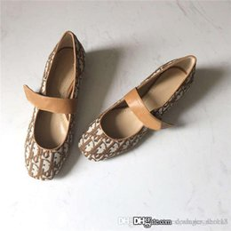 beautiful women dolls Canada - Super beautiful early spring series single product catwalk female doll shoes,rounded heads and low heels shoes,With box size 35-41cm
