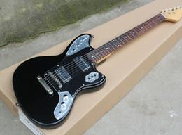 Guitare électrique noire de haute qualité avec micros HH, incrustations de points frets, pickguard noir, quincaillerie chromée, manche en palissandre en Solde
