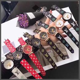 Vente en gros Belle montre, comme cadeau de ceinture.Vous pouvez acheter des montres séparément.Vous pouvez également acheter une ceinture avec une montre gratuite.