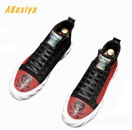 $enCountryForm.capitalKeyWord NZ - Men high tops platform loafers Graffiti pirate skull rhinestone Casual Flats Skateboarding Shoes Male Prom students board shoes
