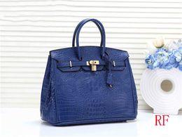 $enCountryForm.capitalKeyWord Australia - Designer European And American Handbag Fashion Women Classic Crocodile Skin Tote Bags Ladies Large Capacity Shopping Bag Dinner Party Bag