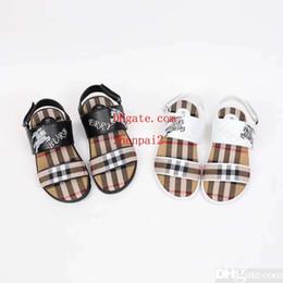 Discount girls medium size heel sandals - Newest Kids cute cartoon letter print slippers fashion Boy Girl stripe rubber summer sole Non-slip beach Slide Sandal ni