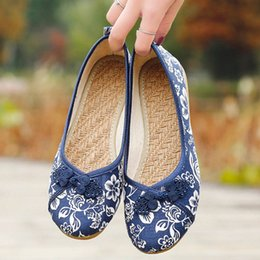 $enCountryForm.capitalKeyWord Australia - Women Vintage Flats Autumn Female Canvas Ethnic Chinese Knot Slip On Loafers Casual Comfort Shoes Ladies Embroidered