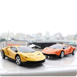 Coche de control remoto de juguete 1:24 de dos vías nuevo coche de control remoto para niños Coche de juguete regalo de cumpleaños para niños