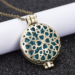 $enCountryForm.capitalKeyWord Australia - New Aroma Diffuser Necklace Bronze Color Fashion Pendant Perfume Oil Small Box To Send Sequins As Gifts HS29