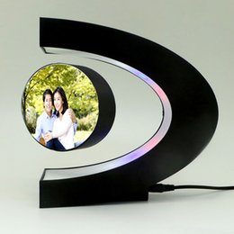 $enCountryForm.capitalKeyWord NZ - C Shape LED Photo Frame Maglev Rahmen Table Ornament Black Shimmer Fashion Gift Home Decoration Gadget for Collectibles Craft