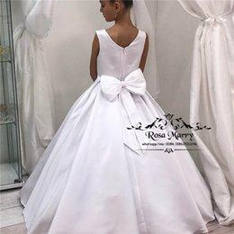 Princesa vestido de baile branco flor meninas vestidos para casamentos 2019 branco nó de cetim arco meninas sagradas primeira comunhão vestidos de aniversário crianças em Promoção
