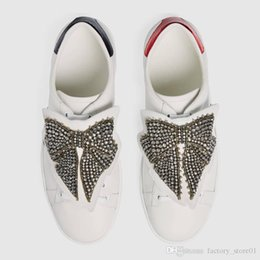 sneaker decorations Australia - Luxury Cheap Designer Men Women Sneaker Casual Shoes Top Quality Leather Butterfly Decoration Sneakers Ace Shoes White Sneakers