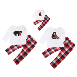 polare hosen großhandel-Weihnachtsweihnachtsmann Familie Matching Pyjamas Set Polar Bear T Shirt Plaidhosen Mom Dad Baby Nachtwäsche Nachtwäsche Pyjamas