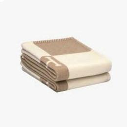 130x180 cm Mektubu H Kaşmir Battaniye Tığ Yumuşak Yün Şal Taşınabilir Sıcak Ekose Kanepe Seyahat Polar Örme atmak Pelerin Battaniye 10 Renkler