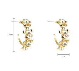 Wholesale South Korea East Gate Metal Floret Ear Ring Female Temperament Petal Round Earrings Pearl Niche Earrings Pendant Flower Earrings