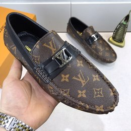 Shoes Metal Print Australia - The 2019 brand fashion luxury designer men shoes printing leather Flat metal button Peas shoes classic running shoes for men high quality