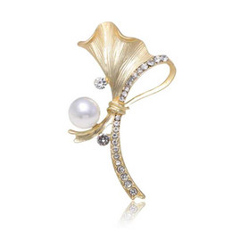 10e95635d New Fashion Crystal Pearl Leaf Brooch Pins Matte Gold Silver Brooches  Corsage Women Girl Scarf Clips Accessories Jewelry