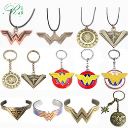 wonder woman keychains UK - RJ 10Pcs Wonder Women W Arms Shield Keychains Pendant Justice League Logo Chaveiro Avengers 3 Women Men Car Keyring Jewelry Gift