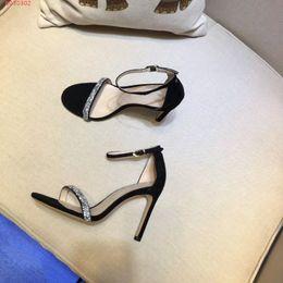 087a77fa37 2019 mujeres del diseñador coloridas sandalias de tacón de calidad superior  T-correa bombas de tacón alto de las señoras de cuero de patente vestido  solo ...