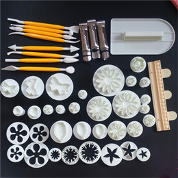 Embossing diE online shopping - Food grade plastic cake baking tools Multiple Sugar melting Cake mould Biscuits Embossing pattern die printing Mixed color Hot sale hrE1