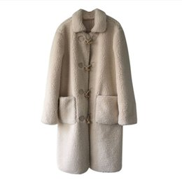 женщины шерстяные пальто белые оптовых-High Quality New Designer Women s Woolen Coat Korean White Lamb Fur Thick Lapel Elegant Long Plush Female Winter Outerwear