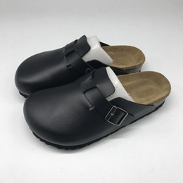 Großhandel Clogs für Frauen Männer aus PU-Leder Boston Clogs Hausschuhe Unisex Berks Soft Fußbett Clog Solid Color