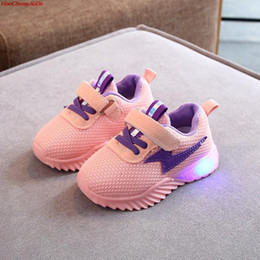 wings for babies 2019 - Kids LED Ligth Shoes Boys Boots Spring Autumn Girls Fashion Breathable Wings Glowing Shoes Baby Luminous Sneakers For Bo
