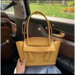 $enCountryForm.capitalKeyWord Australia - Designer women's handbags floral women's casual large hand-held designer shoulder bag women's handbag 2019 handbag trend ,size is 48*30*10CM