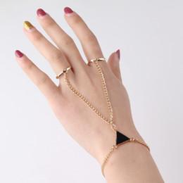 Frauen Punk Finger Ring Armband Dreieck verbunden Armband Hand zurück Kette Schmuck im Angebot